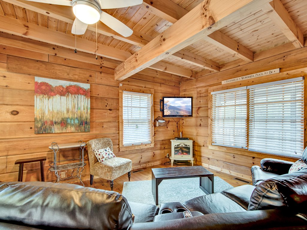 Photo of a Gatlinburg Cabin named Black Bear Hideaway - This is the fourth photo in the set.