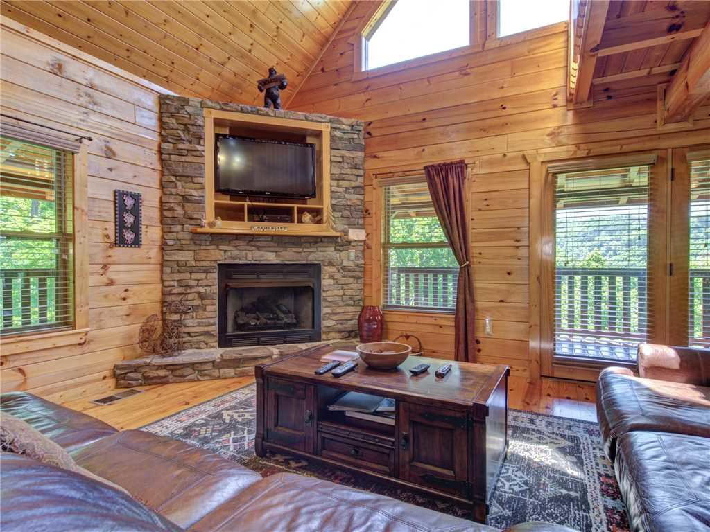 Photo of a Gatlinburg Cabin named Triple Mountain View - This is the fifth photo in the set.