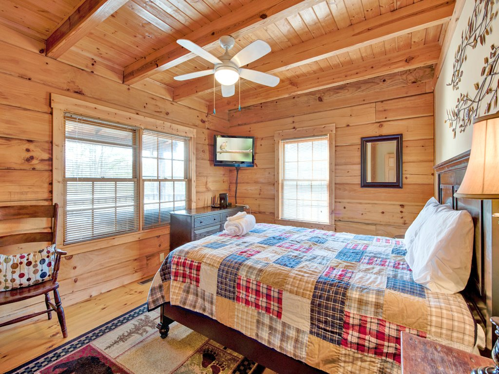Photo of a Gatlinburg Cabin named Black Bear Hideaway - This is the fifteenth photo in the set.