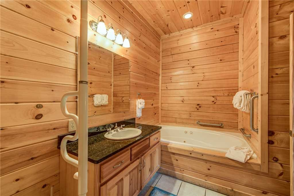 Photo of a Sevierville Cabin named Having A Blast - This is the twenty-fourth photo in the set.