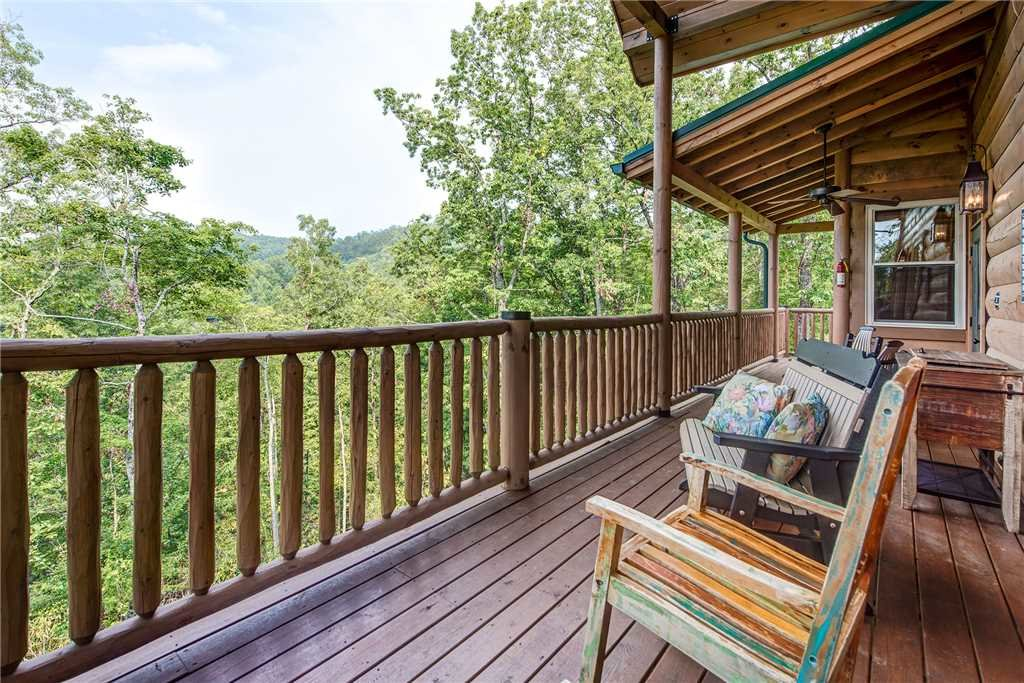 Photo of a Gatlinburg Cabin named Bear Elegance - This is the ninth photo in the set.
