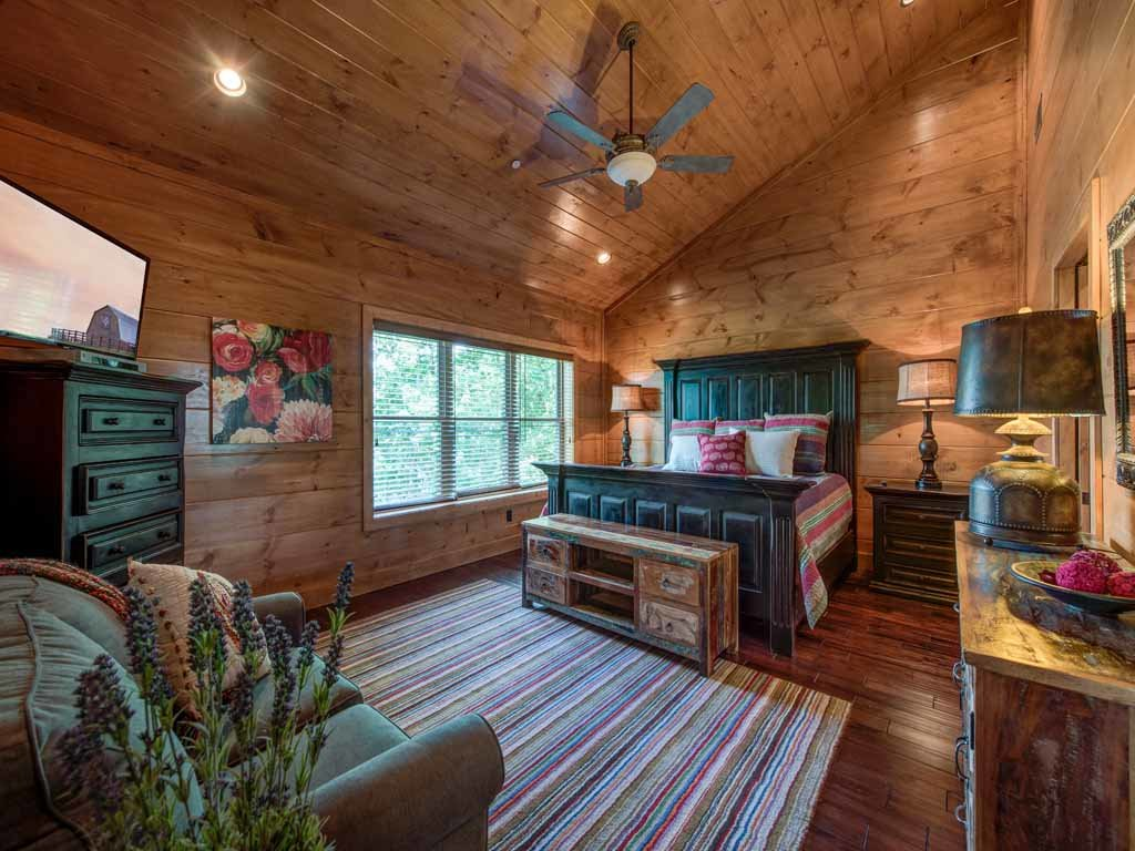 Photo of a Gatlinburg Cabin named Bear Elegance - This is the twentieth photo in the set.