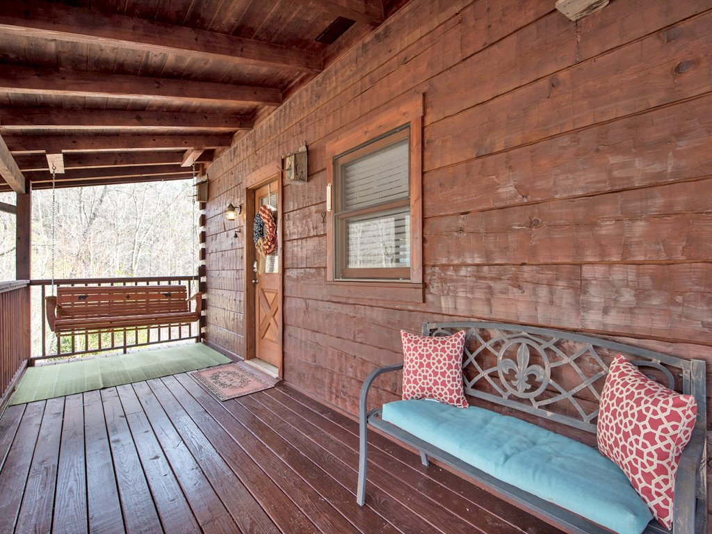 Photo of a Gatlinburg Cabin named Black Bear Hideaway - This is the twenty-second photo in the set.