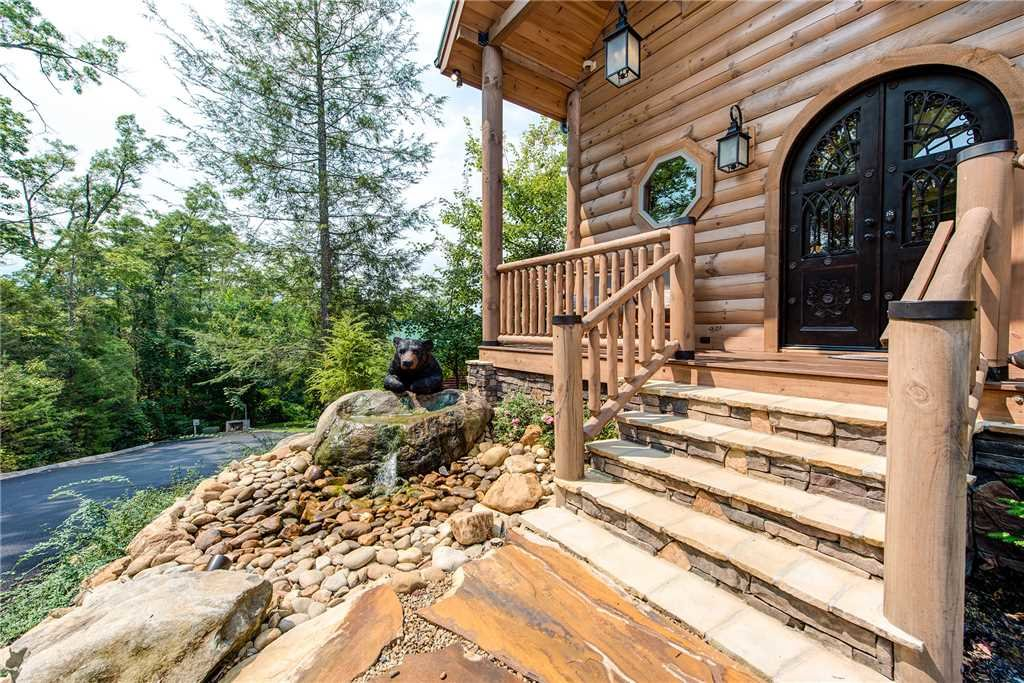 Photo of a Gatlinburg Cabin named Bear Elegance - This is the thirty-seventh photo in the set.