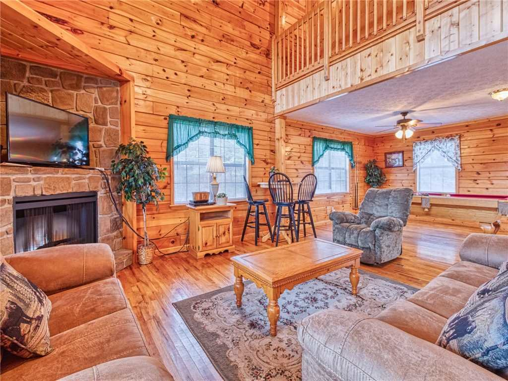 Photo of a Sevierville Cabin named Hawks Point Lodge - This is the fifth photo in the set.