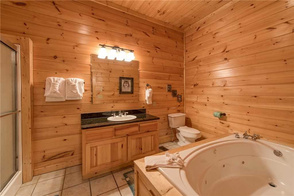 Photo of a Sevierville Cabin named Having A Blast - This is the thirty-fifth photo in the set.