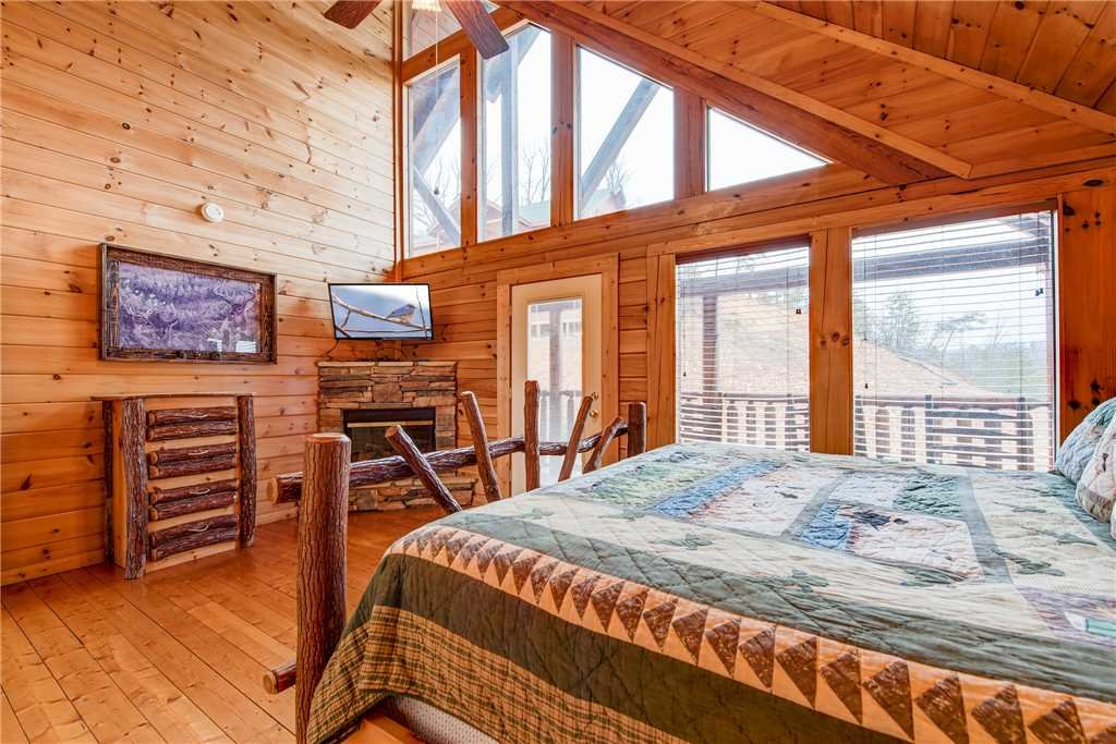 Photo of a Sevierville Cabin named Having A Blast - This is the twenty-seventh photo in the set.