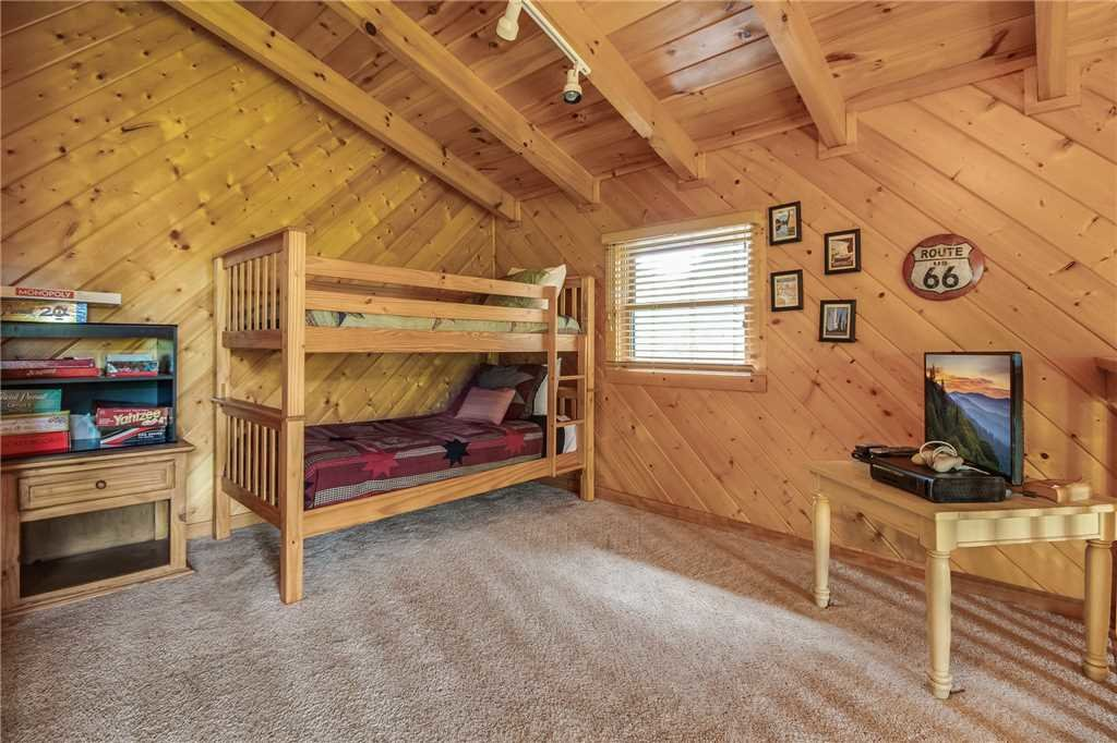 Photo of a Gatlinburg Cabin named Irish Blessings - This is the fourteenth photo in the set.