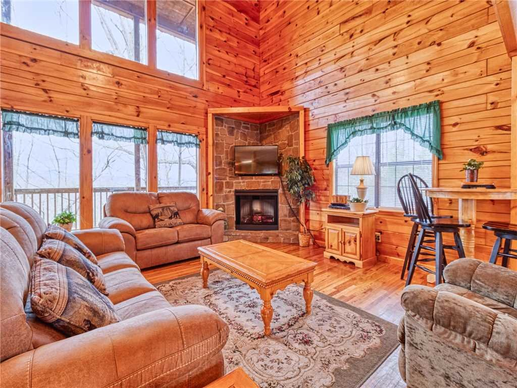 Photo of a Sevierville Cabin named Hawks Point Lodge - This is the first photo in the set.