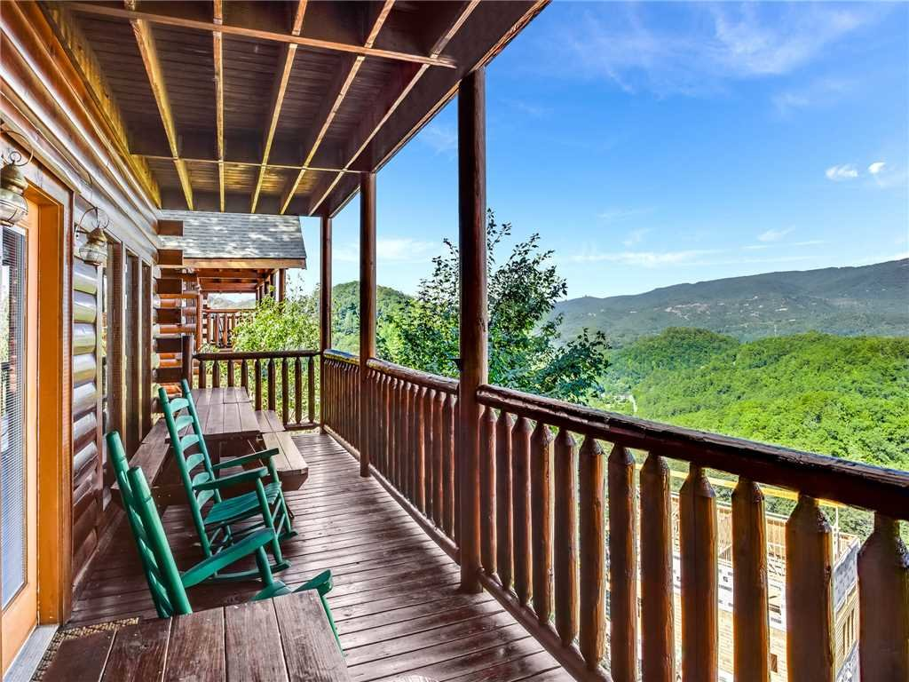 Photo of a Sevierville Cabin named Having A Blast - This is the thirty-sixth photo in the set.