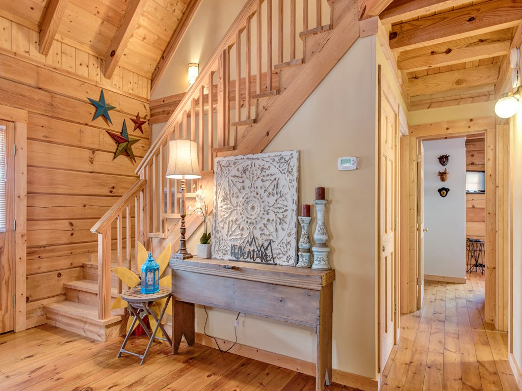 Photo of a Gatlinburg Cabin named Black Bear Hideaway - This is the twenty-first photo in the set.