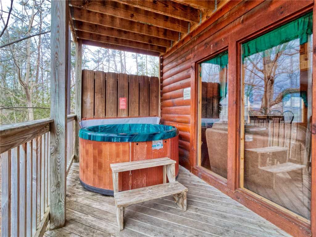 Photo of a Sevierville Cabin named Hawks Point Lodge - This is the second photo in the set.