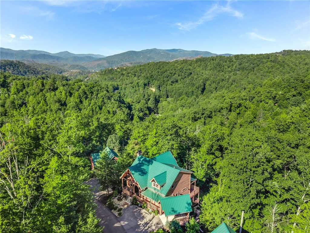 Photo of a Gatlinburg Cabin named Bear Elegance - This is the forty-third photo in the set.