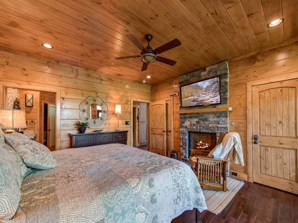 Photo of a Gatlinburg Cabin named Bear Elegance - This is the sixteenth photo in the set.