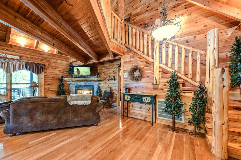 Photo of a Pigeon Forge Cabin named Un'fir'gettable - This is the fifth photo in the set.
