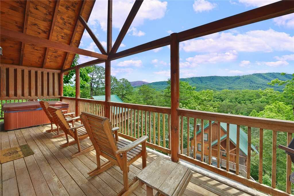 Photo of a Pigeon Forge Cabin named Above All - This is the fifteenth photo in the set.