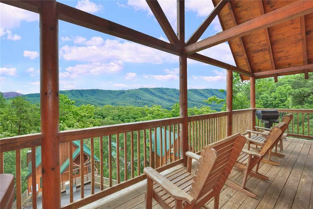 Photo of a Pigeon Forge Cabin named Above All - This is the fourteenth photo in the set.