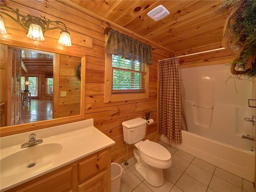 Photo of a Sevierville Cabin named Close To Heaven - This is the twelfth photo in the set.
