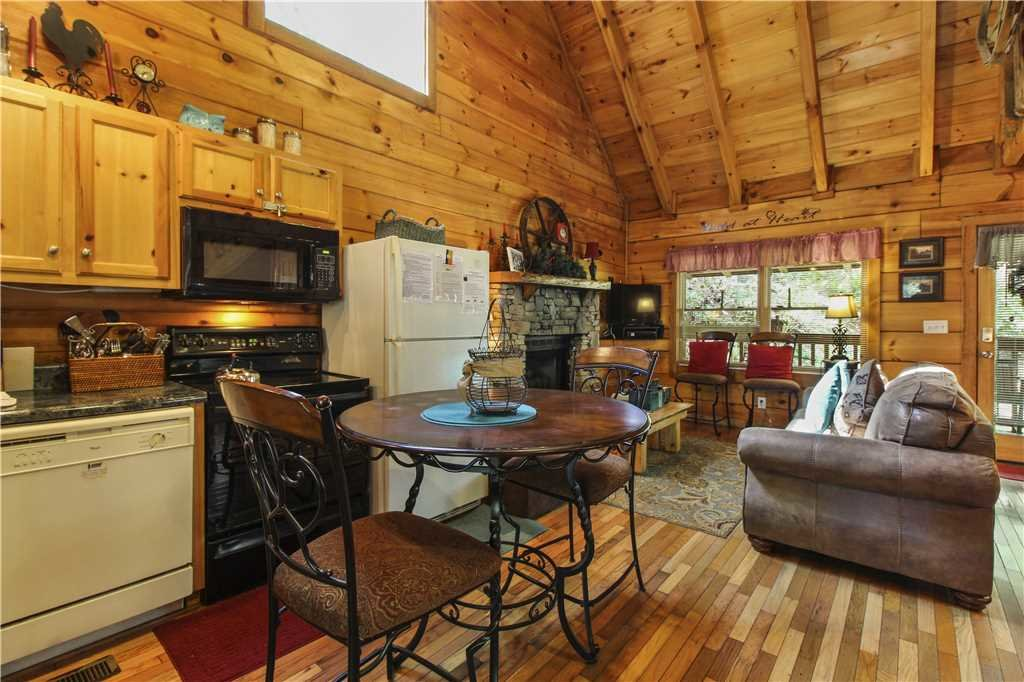 Photo of a Sevierville Cabin named Wild At Heart - This is the fifth photo in the set.