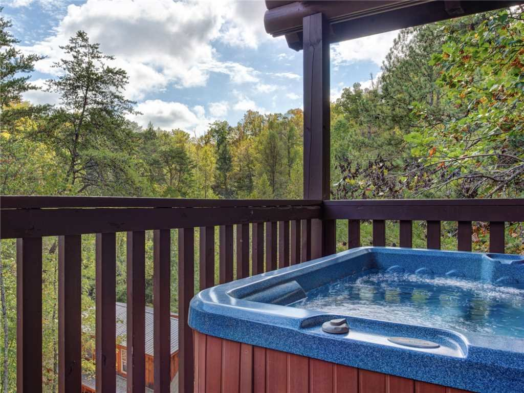 Photo of a Pigeon Forge Cabin named Wilderness Theater And Lodge - This is the second photo in the set.