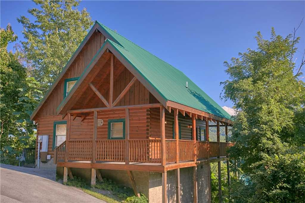 Photo of a Pigeon Forge Cabin named Above All - This is the first photo in the set.