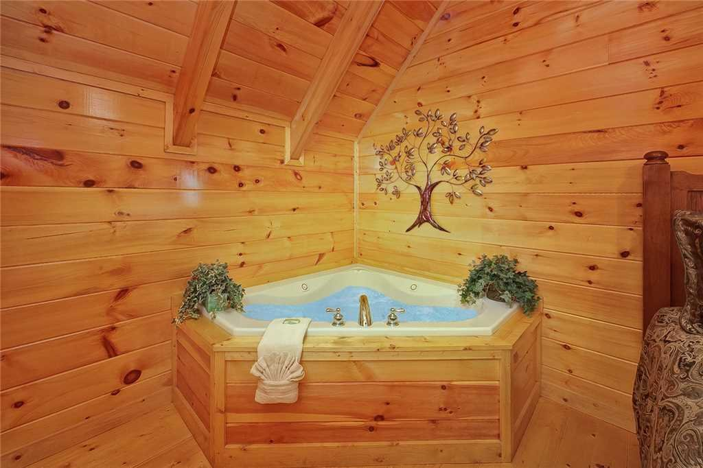 Photo of a Pigeon Forge Cabin named Above All - This is the twelfth photo in the set.