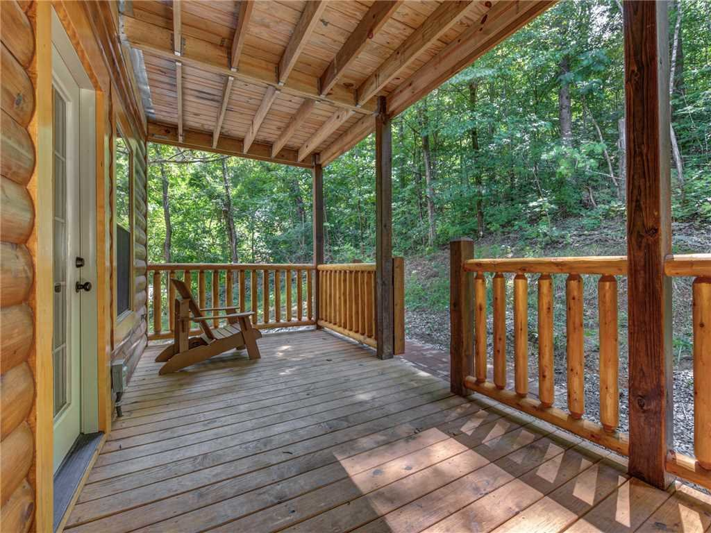 Photo of a Pigeon Forge Cabin named Mirror Pond - This is the twenty-ninth photo in the set.
