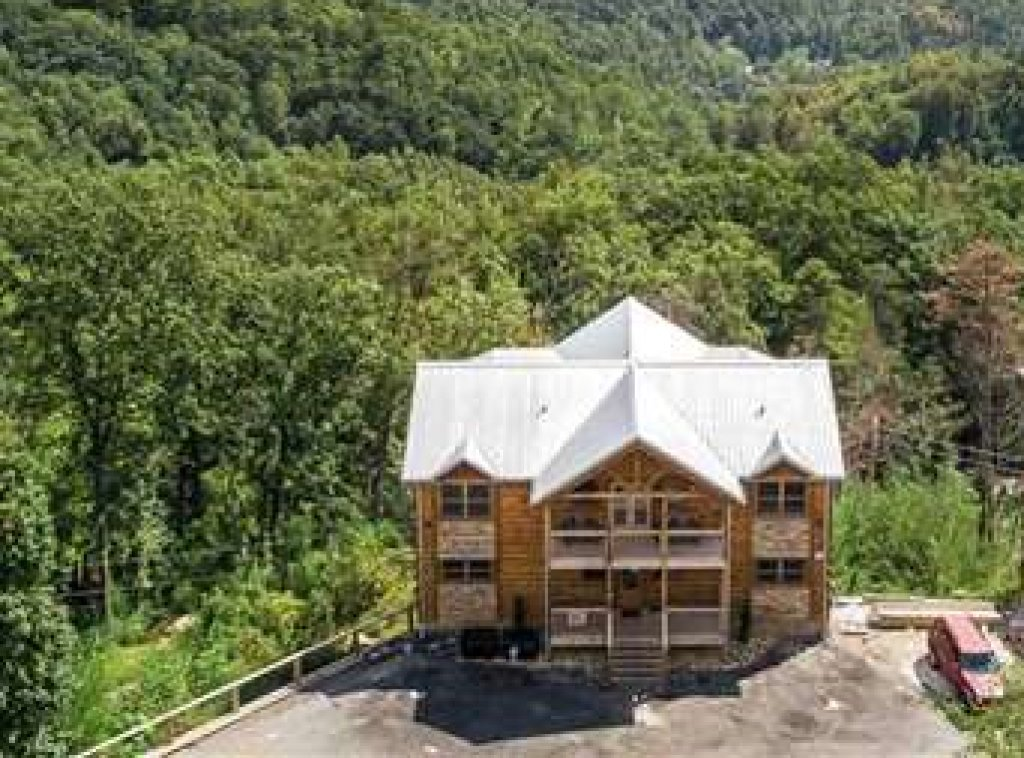 Photo of a Gatlinburg Cabin named Great Smoky Lodge - This is the fifty-first photo in the set.