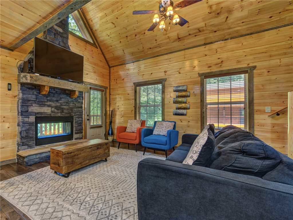 Photo of a Pigeon Forge Cabin named Mirror Pond - This is the third photo in the set.
