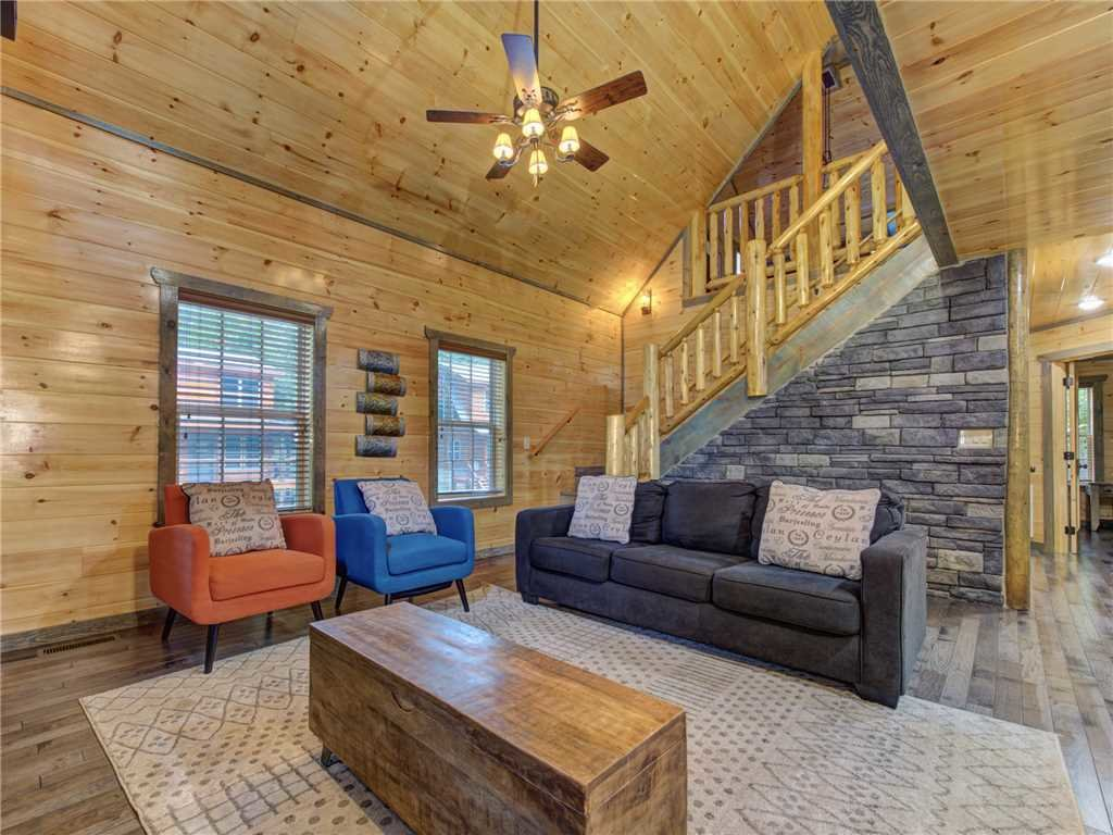 Photo of a Pigeon Forge Cabin named Mirror Pond - This is the fifth photo in the set.
