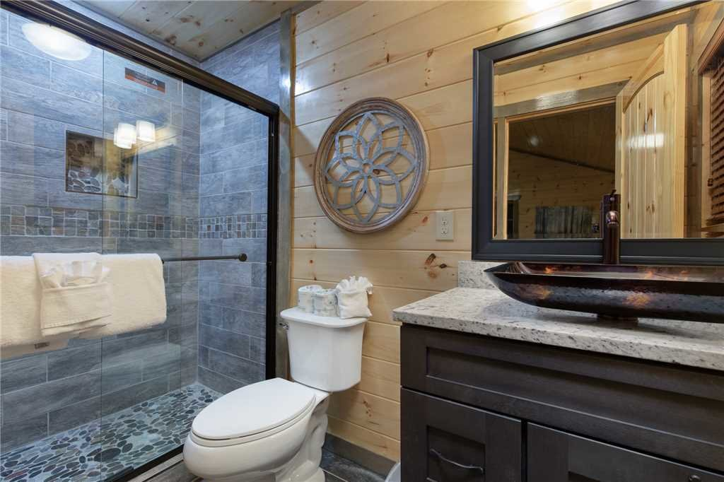 Photo of a Pigeon Forge Cabin named Mirror Pond - This is the nineteenth photo in the set.