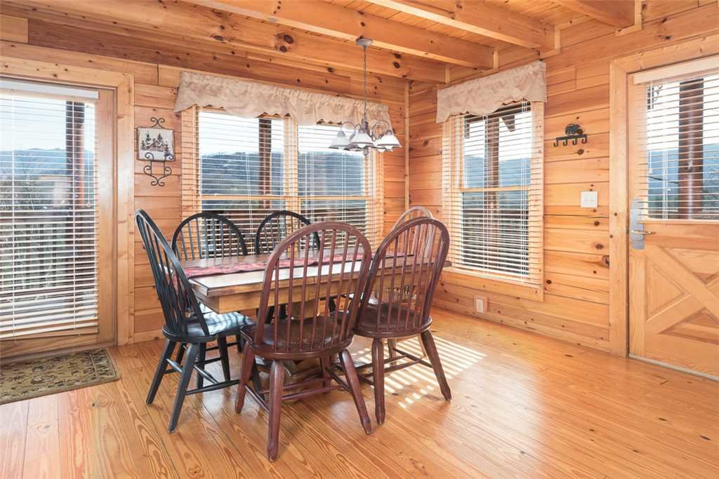 Photo of a Pigeon Forge Cabin named Cloud Nine At Sherwood Forest - This is the third photo in the set.