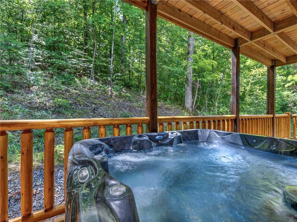 Photo of a Pigeon Forge Cabin named Mirror Pond - This is the second photo in the set.