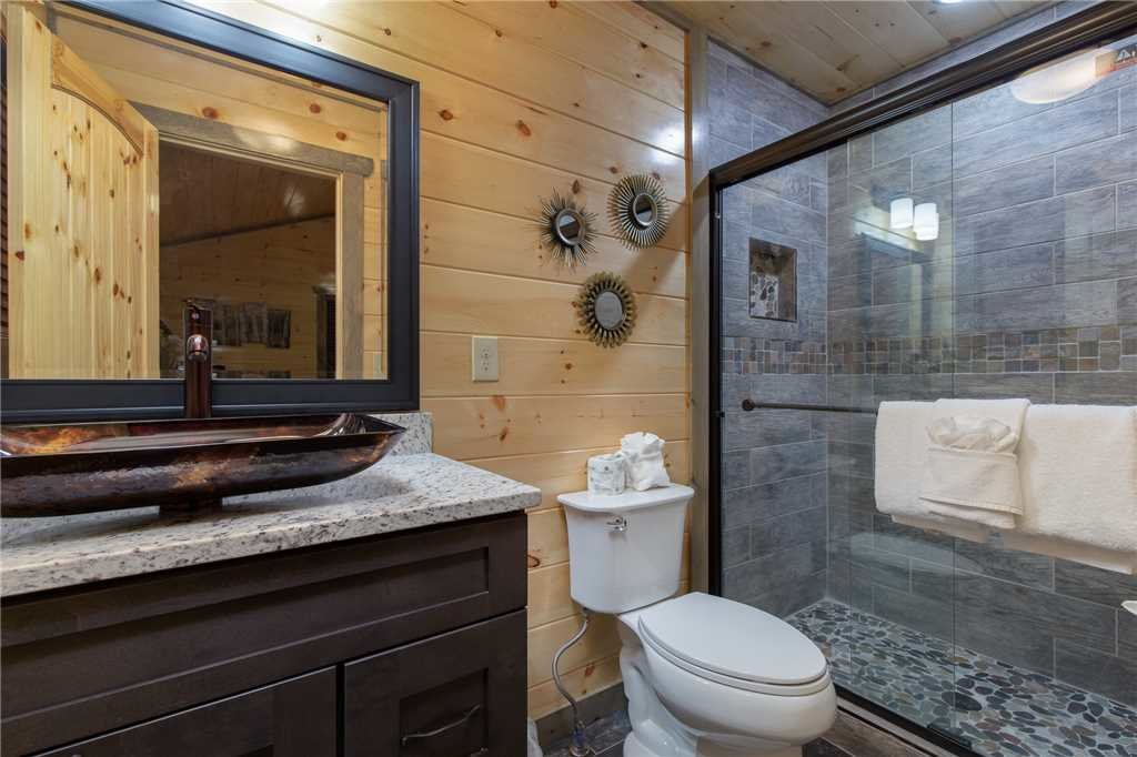 Photo of a Pigeon Forge Cabin named Mirror Pond - This is the twenty-second photo in the set.