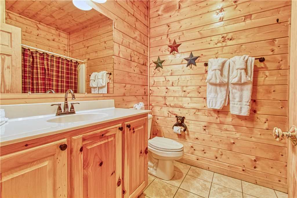 Photo of a Sevierville Cabin named Smoky Mountain Retreat - This is the thirtieth photo in the set.