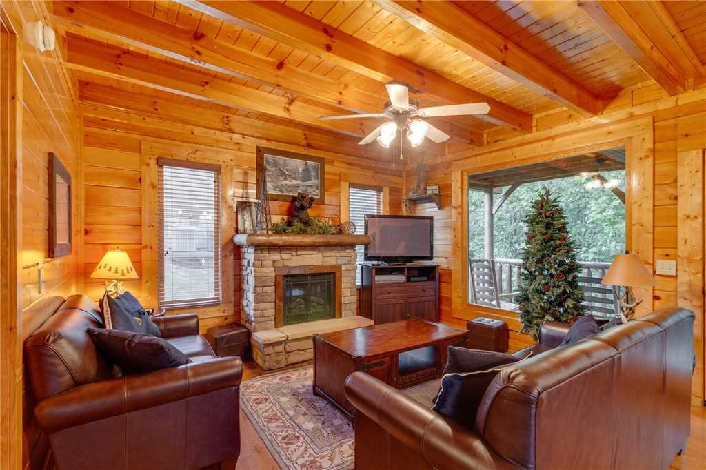 Photo of a Sevierville Cabin named Rustic Retreat - This is the second photo in the set.