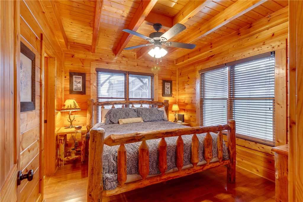 Photo of a Sevierville Cabin named Rustic Retreat - This is the twelfth photo in the set.