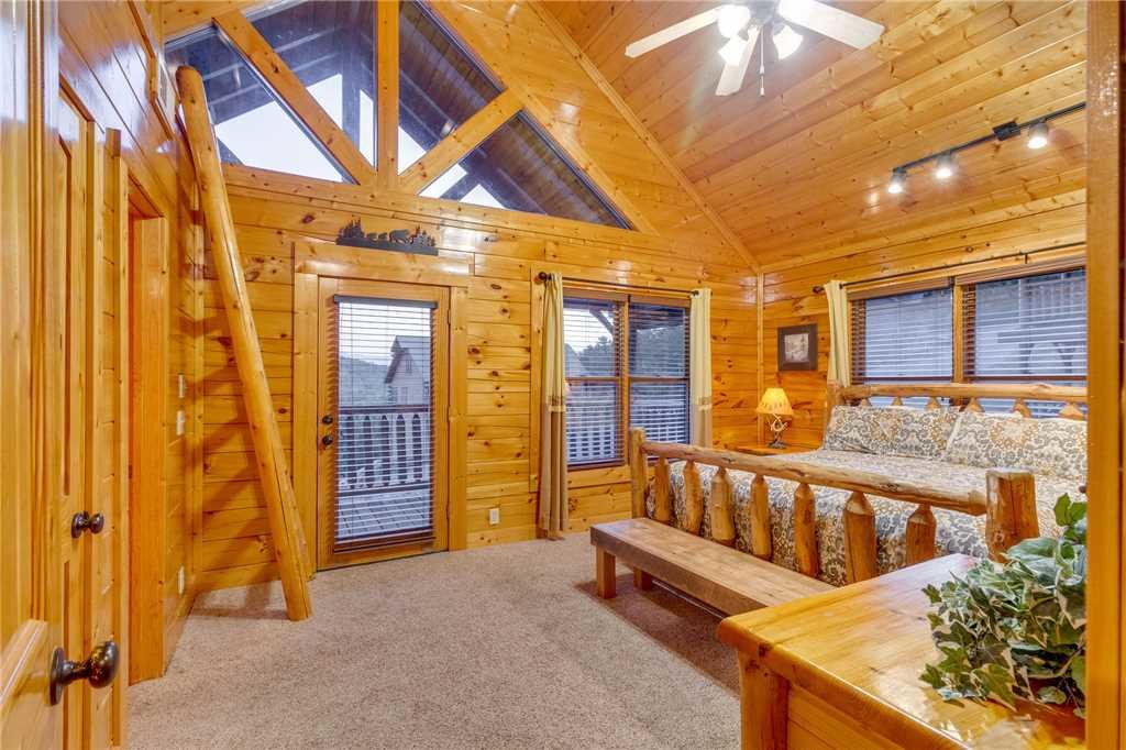 Photo of a Sevierville Cabin named Rustic Retreat - This is the twenty-third photo in the set.