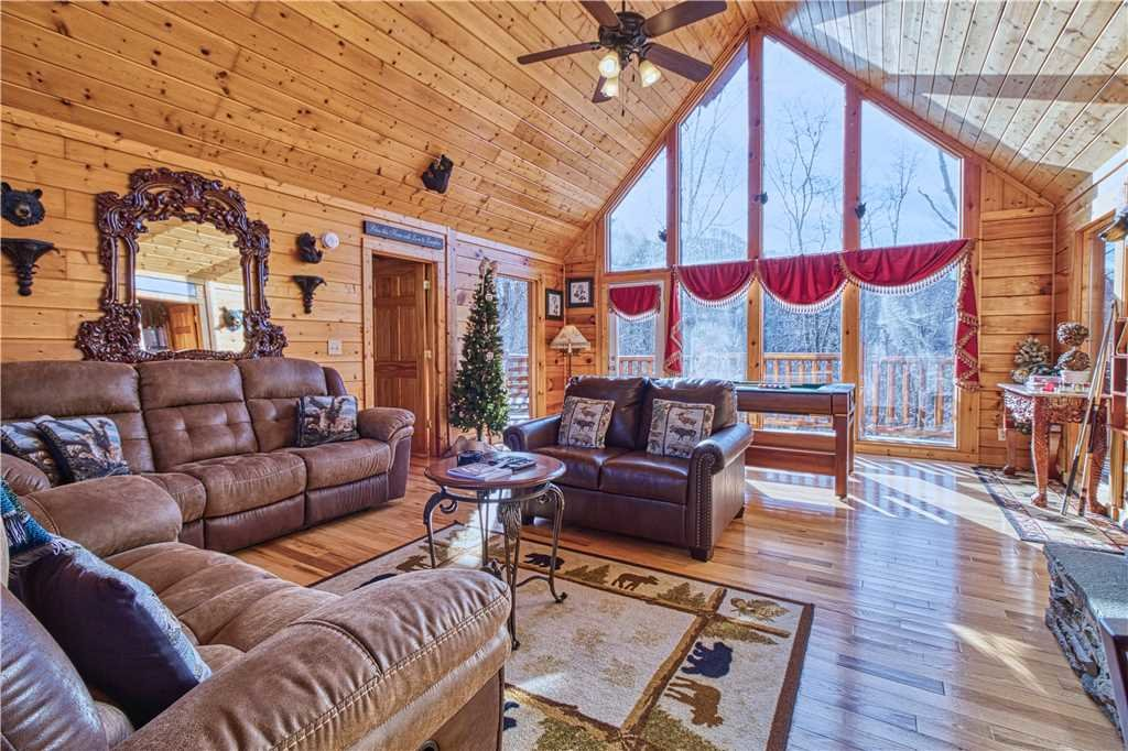 Photo of a Sevierville Cabin named Kissing Retreat - This is the first photo in the set.