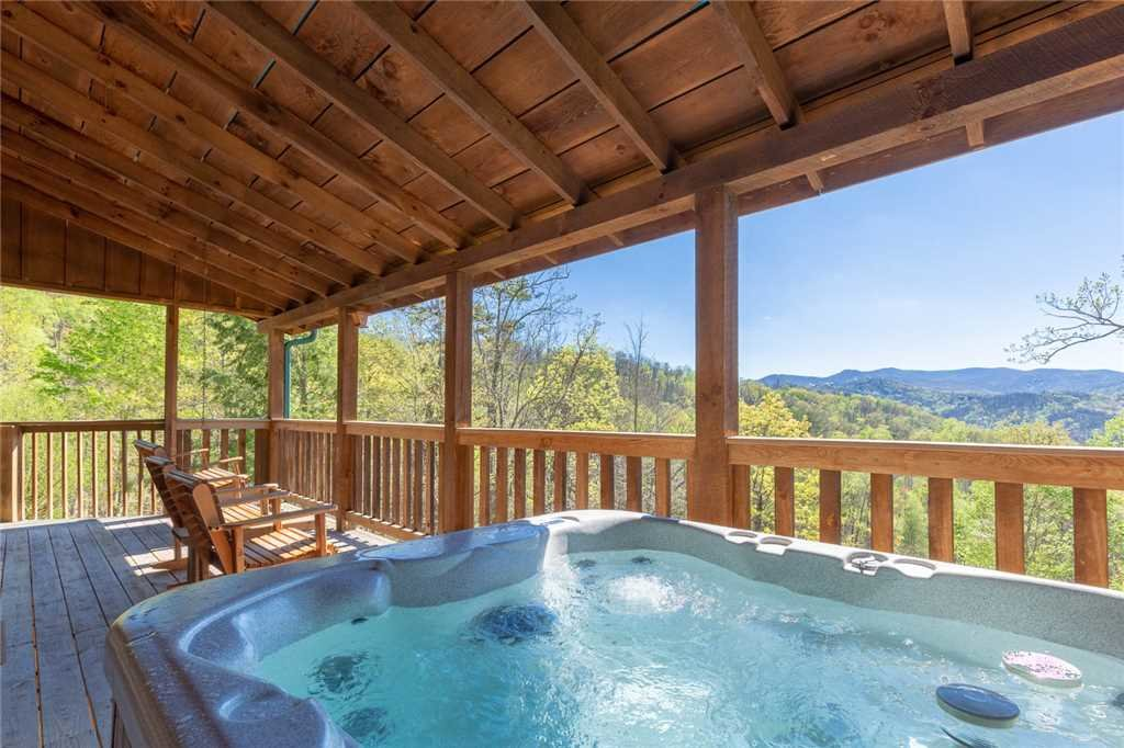 Photo of a Gatlinburg Cabin named Sweet Surrender - This is the second photo in the set.