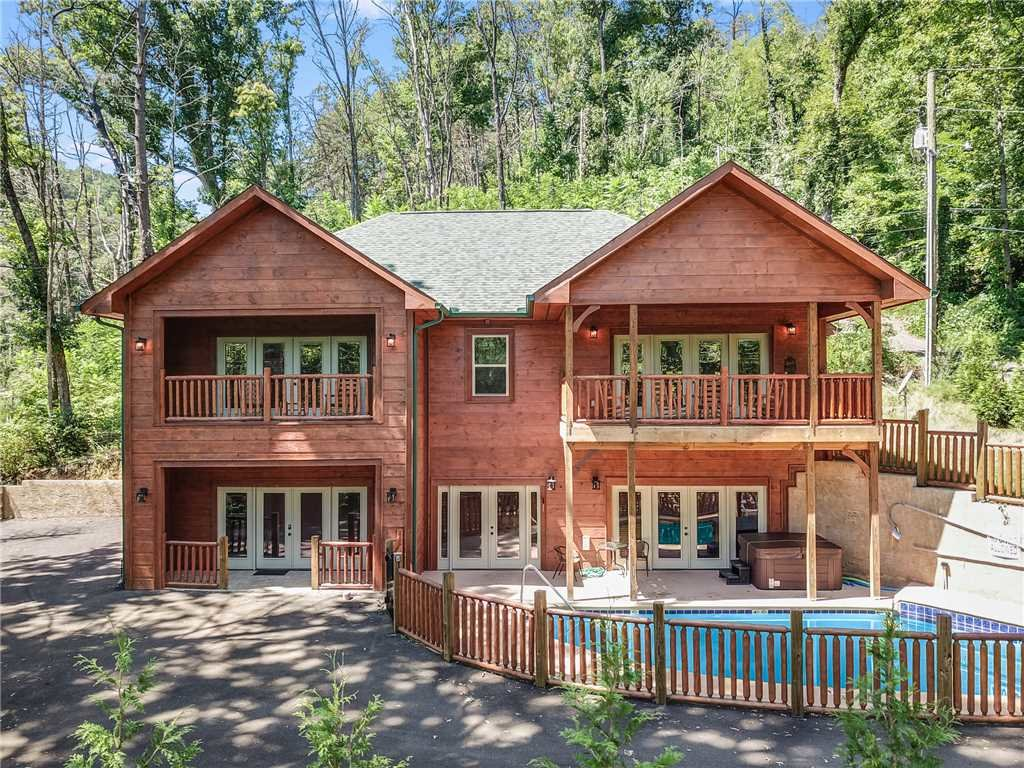 Photo of a Gatlinburg Cabin named Smoky Mountain Splash - This is the forty-second photo in the set.