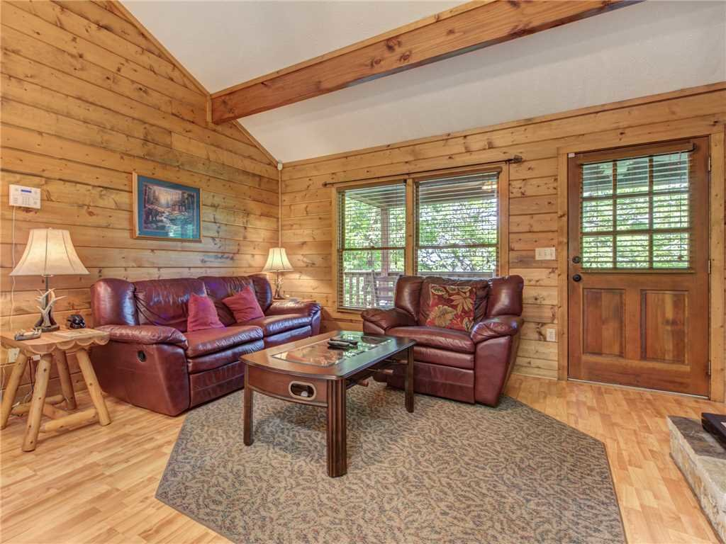 Photo of a Sevierville Cabin named Sugar Plum - This is the first photo in the set.