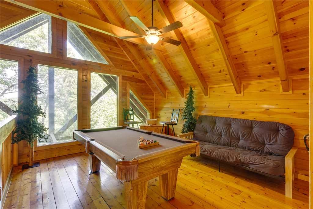 Photo of a Pigeon Forge Cabin named Cozy Bear Cabin - This is the nineteenth photo in the set.