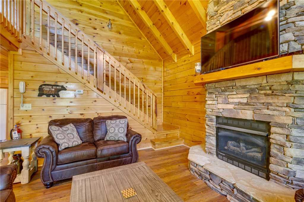 Photo of a Pigeon Forge Cabin named Cozy Bear Cabin - This is the fifth photo in the set.
