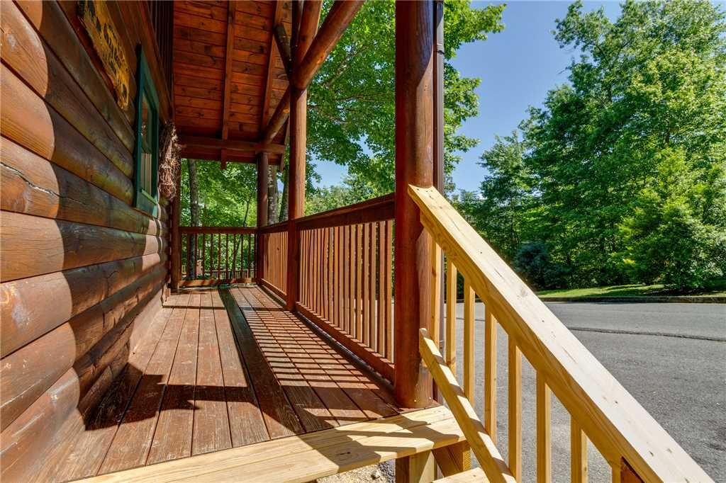Photo of a Pigeon Forge Cabin named Cozy Bear Cabin - This is the thirty-seventh photo in the set.