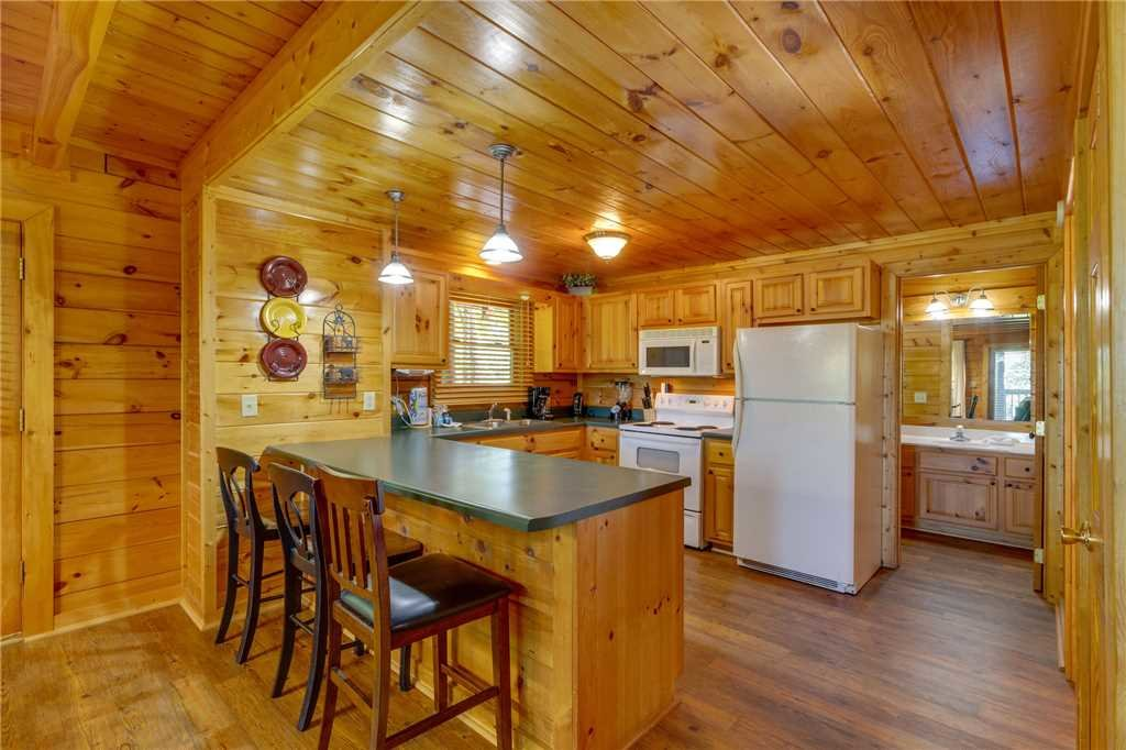 Photo of a Pigeon Forge Cabin named Cozy Bear Cabin - This is the tenth photo in the set.
