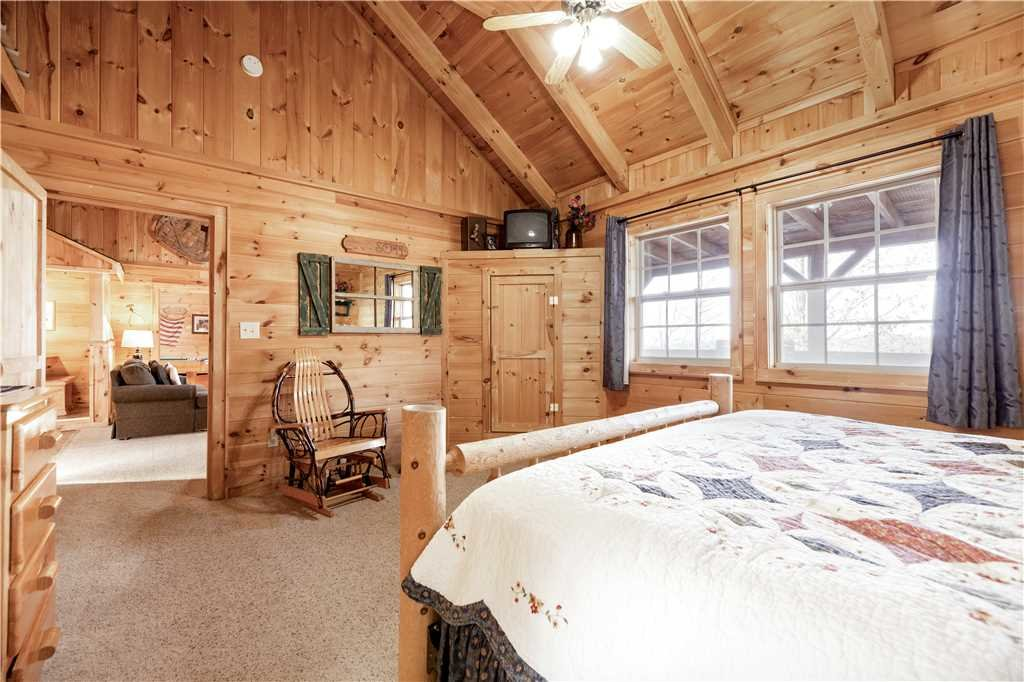 Photo of a Gatlinburg Cabin named Beyond Paradise - This is the thirteenth photo in the set.