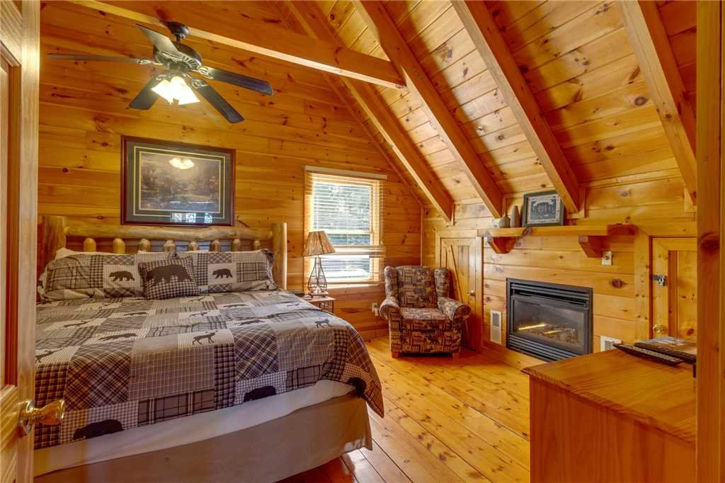 Photo of a Pigeon Forge Cabin named Cozy Bear Cabin - This is the twenty-third photo in the set.