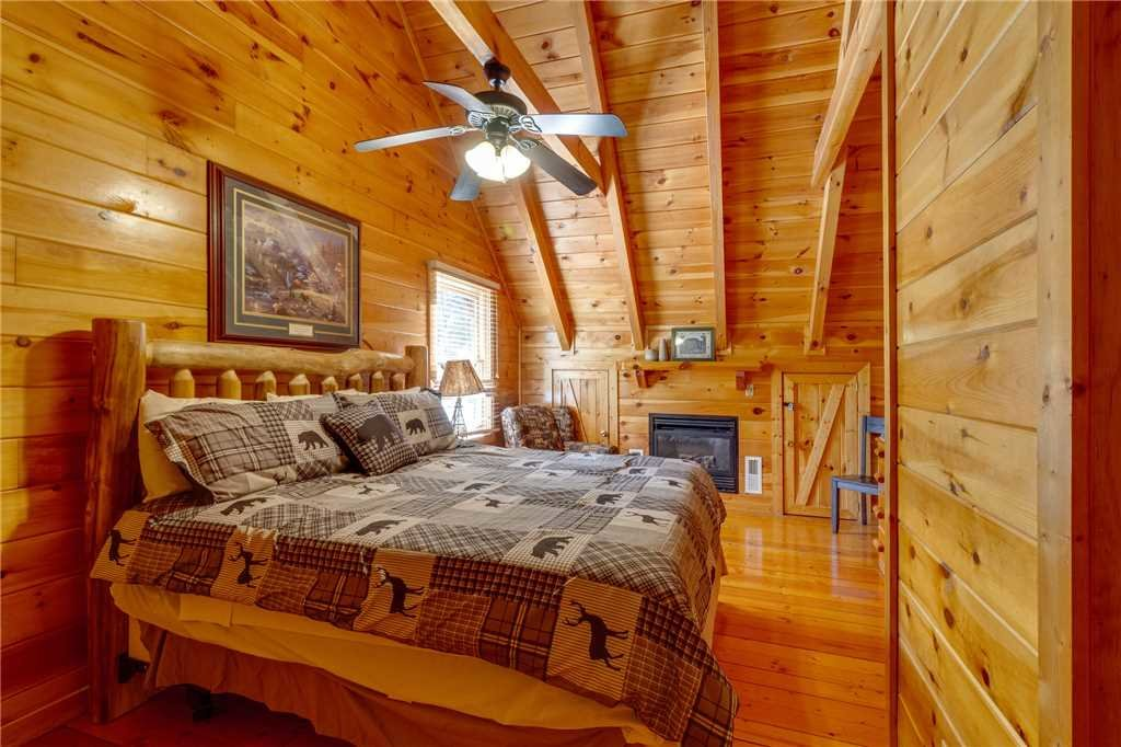 Photo of a Pigeon Forge Cabin named Cozy Bear Cabin - This is the twenty-fifth photo in the set.