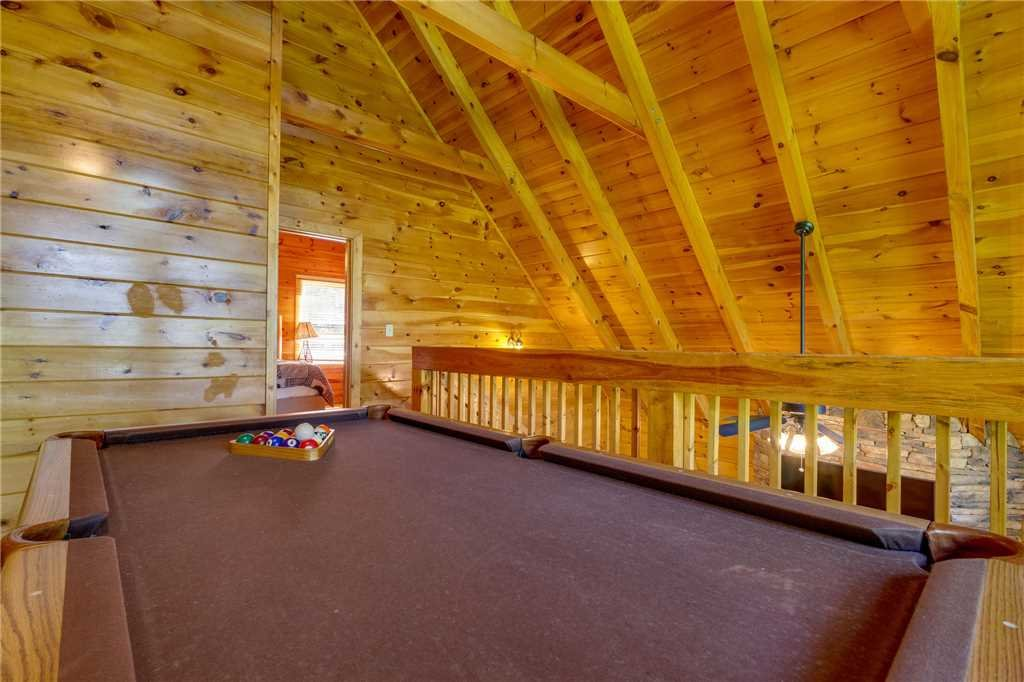 Photo of a Pigeon Forge Cabin named Cozy Bear Cabin - This is the twenty-second photo in the set.